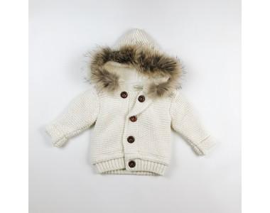 Кремовый.  Шерстяная вязанная куртка с мехом.
